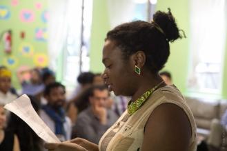 Auteure-interprète et éducatrice communautaire Elena Stoodley